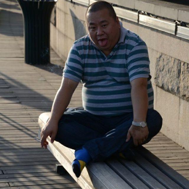 钻裤裆电影 男人_胖熊裤裆多图,高清图 男人裤裆 里的黑毛图片图片