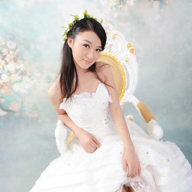 杨吉本婚纱模特