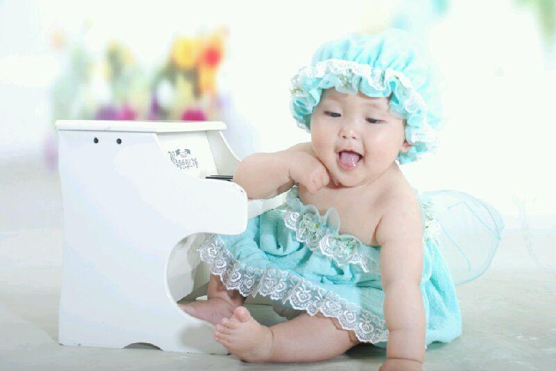 儿童委屈哭的可爱图片