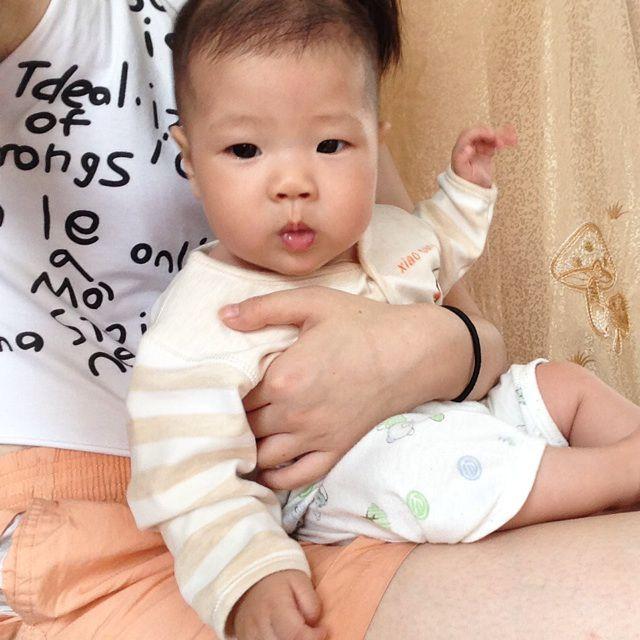 宝宝抱一个可爱头像
