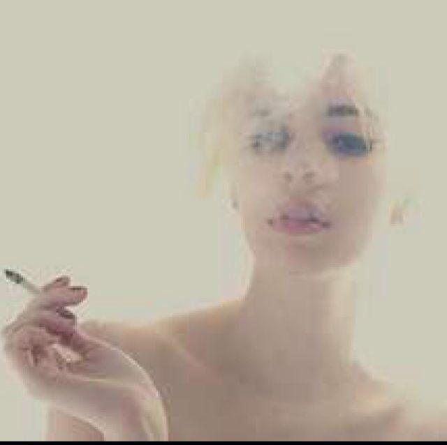 欧美意境颓废抽烟女生头像; 非主流欧美qq女生抽烟头像; qq头像图片使