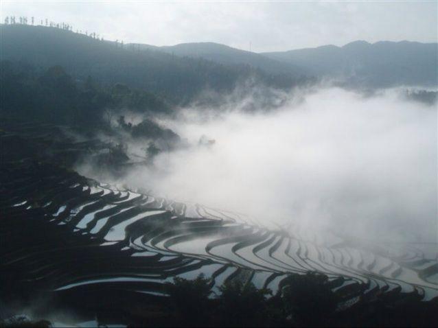 中国风景烟雾大山
